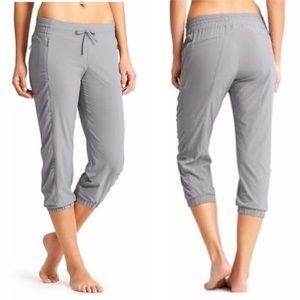 Athleta La Viva Capri Cropped Jogger Gray